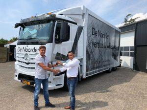 Sleuteloverdracht nieuwe vrachtwagen